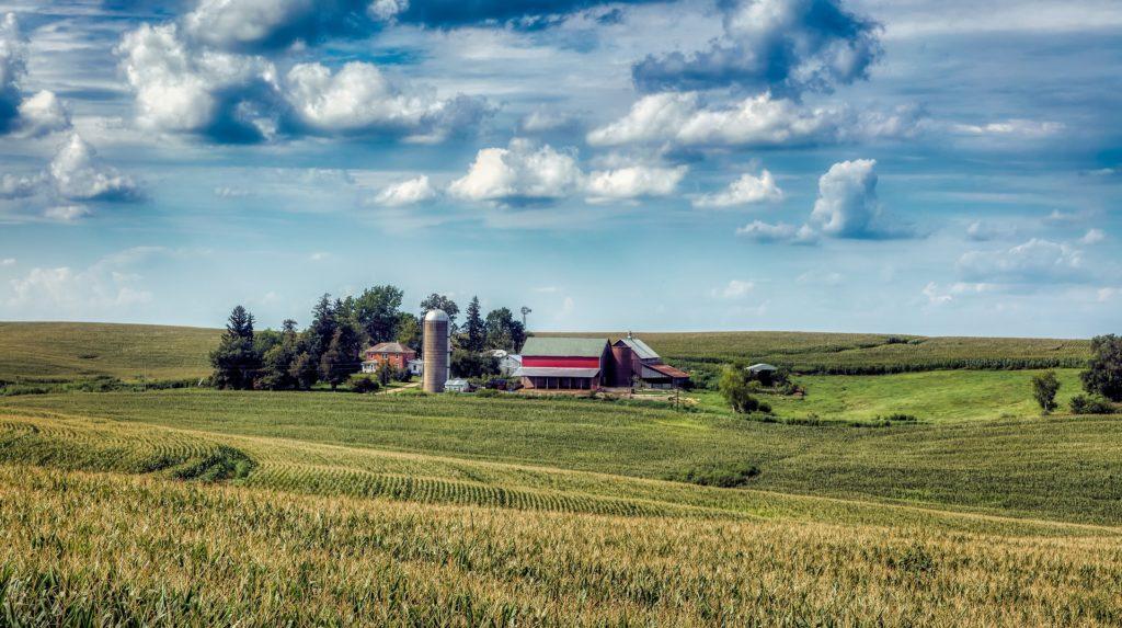 American farm in Iowa should host solar panels